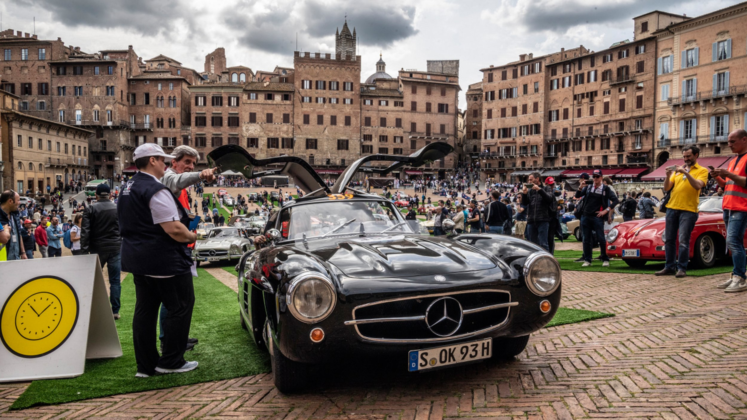 https://cloud.mb-lounge.com/files/HQ-Events/Classic/Oldtimer%20Events/event-calendar-mille-miglia-2560x1440.jpg